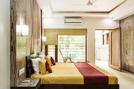 """Eternal Sunshine Room"" Near Airport- Just 10 Mins - New Delhi"