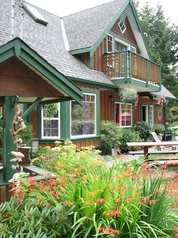 Westcoast Getaway with Scenic Views - Metchosin  - Guesthouse