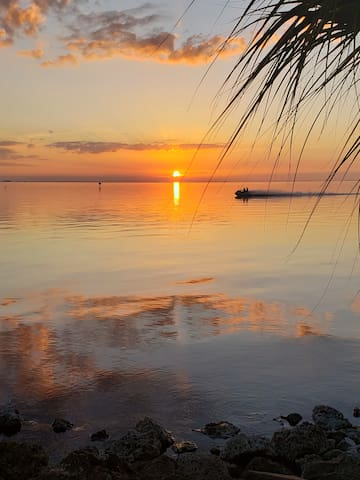 Two Bedroom-Stunning Sunset Views on Tampa Bay