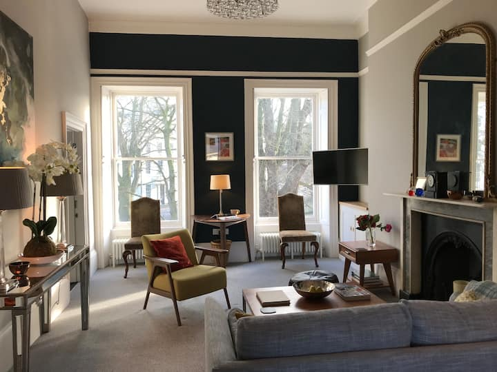 Spacious, Light-filled Period Apartment - Central Bath