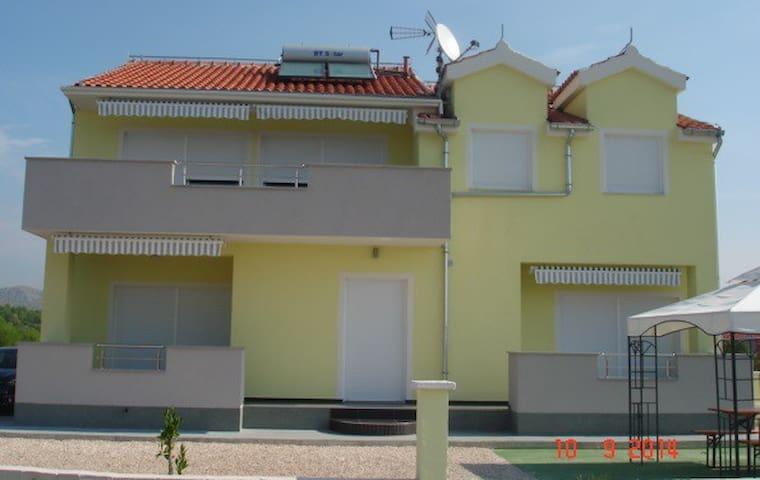 """Villa """"Anny"""" A1 - Brodarica"""
