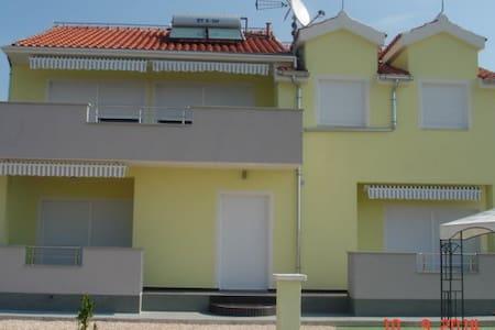 """Villa """"Anny"""" A1 - Brodarica - Pis"""