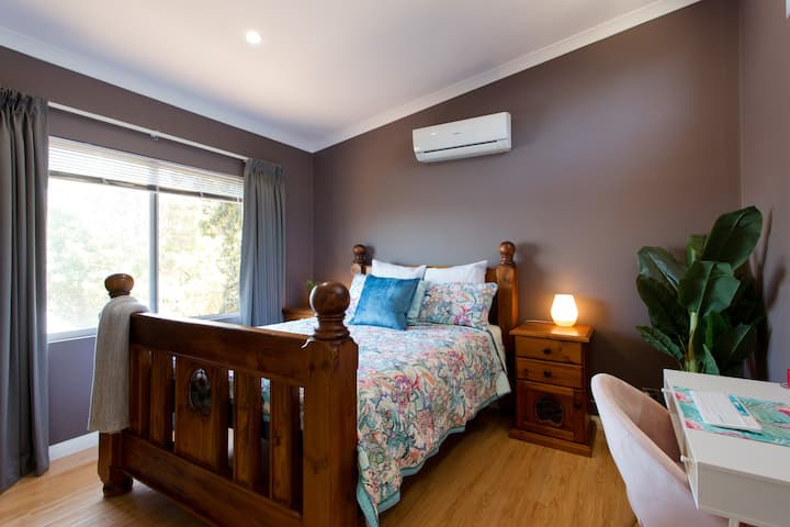 Greenmount Chalet close to airport, wineries & CBD