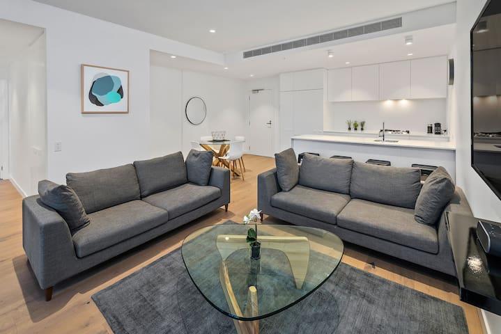 Luxury Two Bedroom, Two Bathroom Apartment includin parking in Hampton