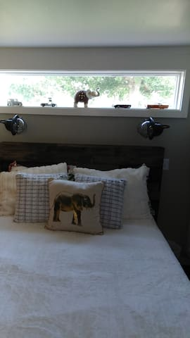 downstair bedroom