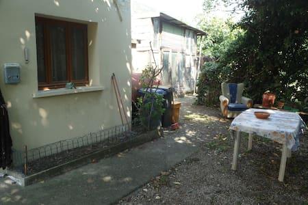 La maison ménagère classic - Caneva - Hus
