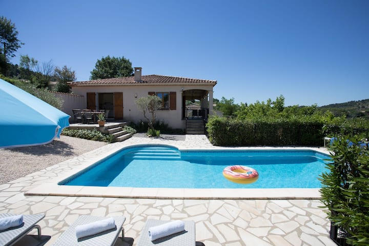 Cosy Villa in Félines-Minervois with Swimming Pool