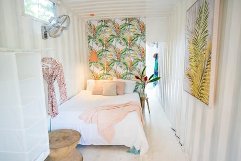 Coco Cabana - Funky container house