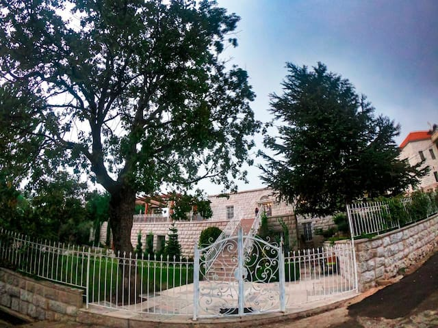 Villa | Mtein | Garden & Pool | B&B