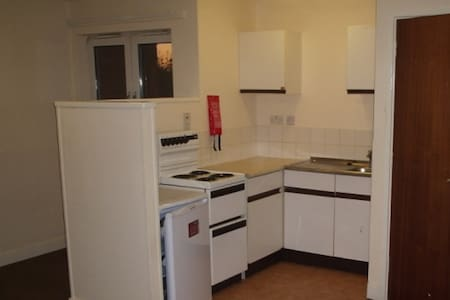 Private Flat, Kitchen + Bedsit, Shared shower + WC - Great Yarmouth - Casa