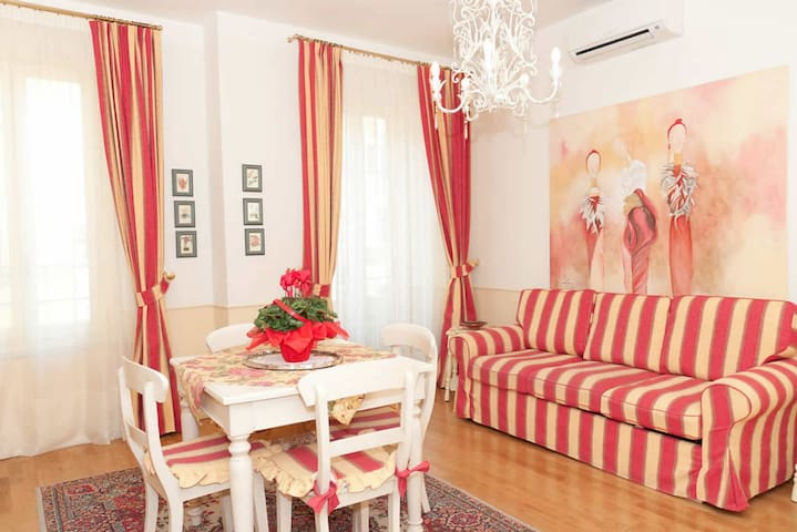 Elegant apartment, historical center of Pistoia, Tuscan town between Florence and Pisa.