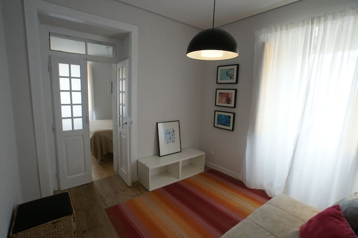 Sala / quarto da suite Colares
