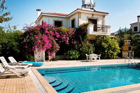 KB433 3 Bdrmd Villa with Pool