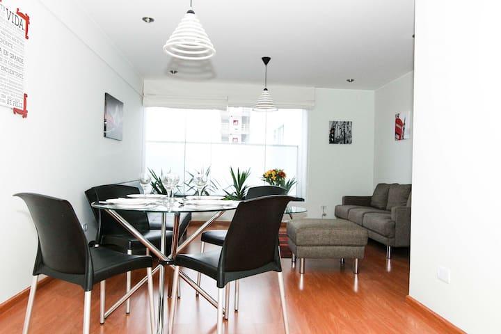 Cómodo apartamento en el centro de Miraflores - Miraflores - Apartamento