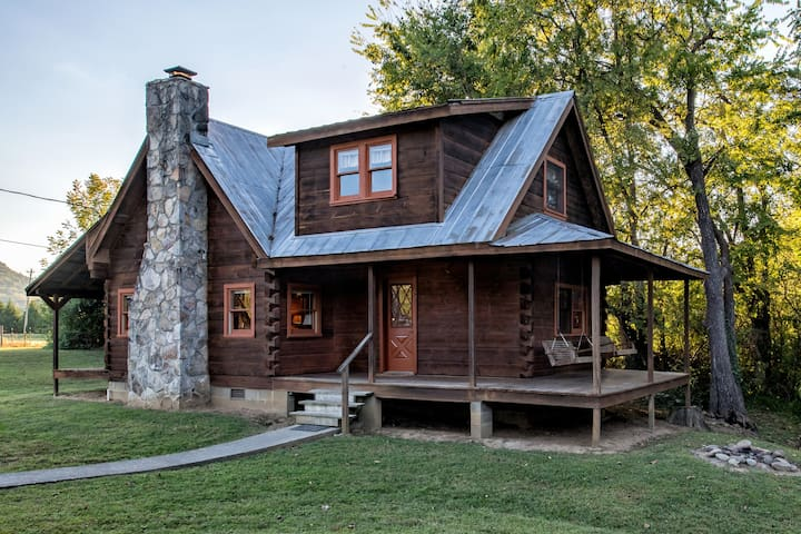 Rippling Waters Retreat | Riverfront Cabin - Townsend - Cabin