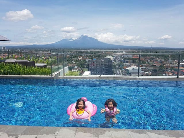 Sky Pool with Mountain View