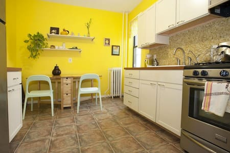 Colorful & Hip 1BR Close to NYC, Manhattan w/view! - North Bergen - Apartment