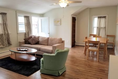 Sun-soaked 2nd floor apt in Ventnor