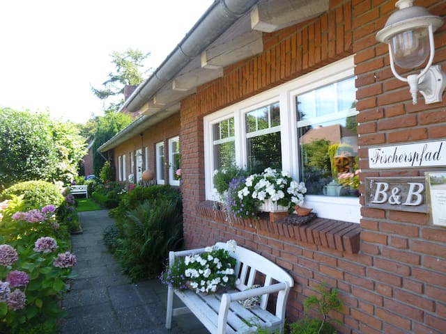 Bed&Breakfast in charmantem Landhaus - Norden - Bed & Breakfast