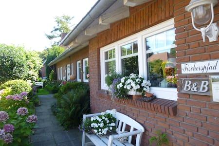Bed&Breakfast in charmantem Landhaus - Norden - Bed & Breakfast
