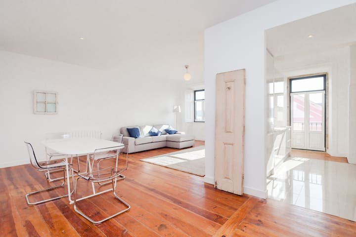 The Brightest 2 Bedroom Flat with River view Belém
