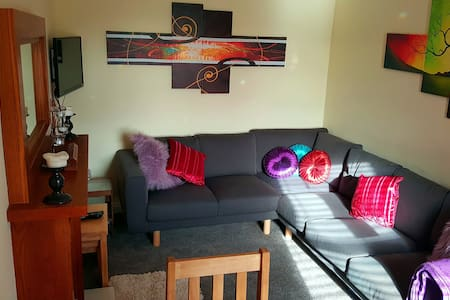 Lovely, Comfy Upper Cottage Flat - Dundee - Daire