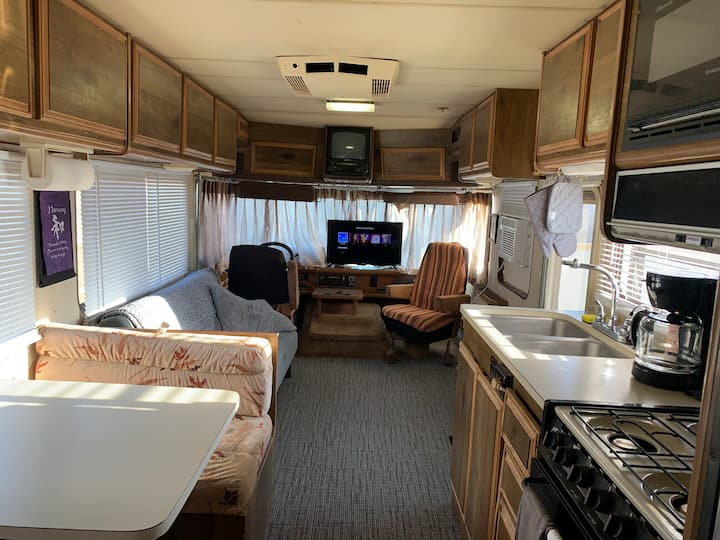 Downtown Affordable Motor Home Lodging ! Private