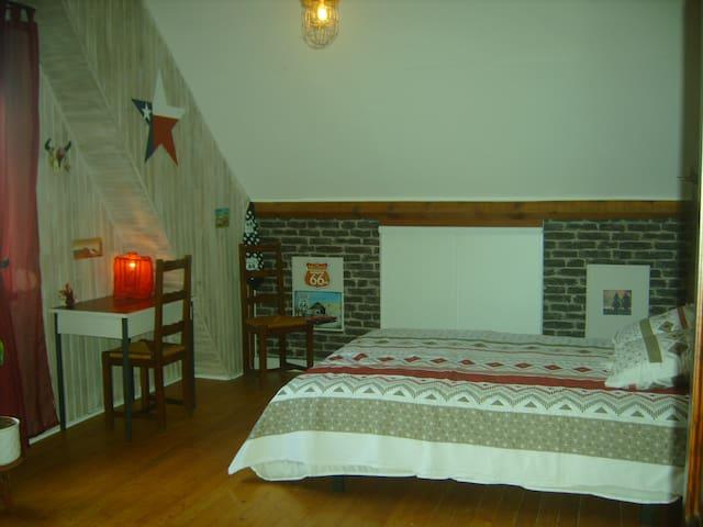 chambre spacieuse avec lit 160 x 200