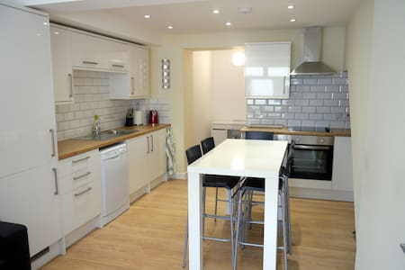 Unique property with selection of serviced rooms - Fortuneswell