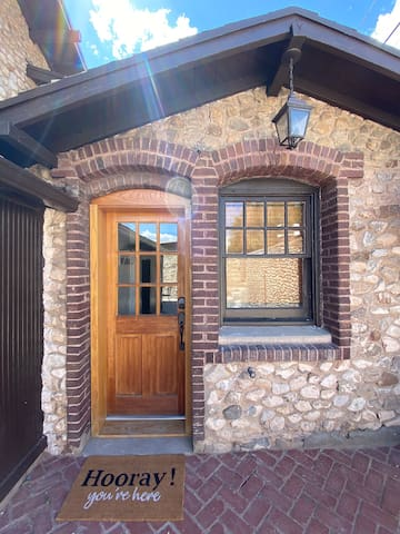 The Tiny Stone Home - Remodeled Historical Casita