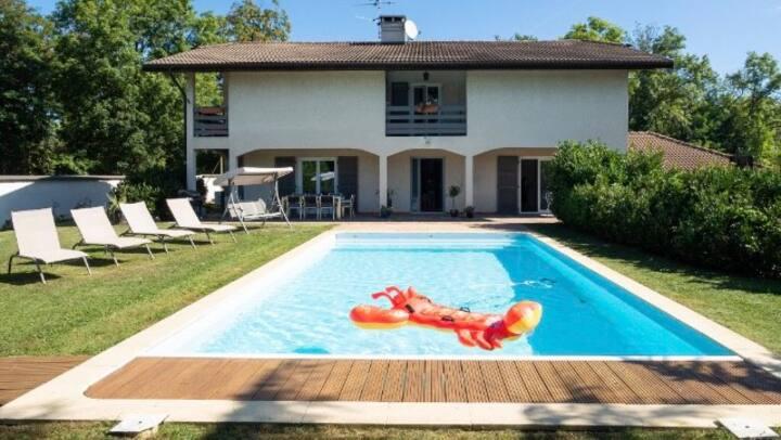 Villa avec piscine, aux portes de Genève