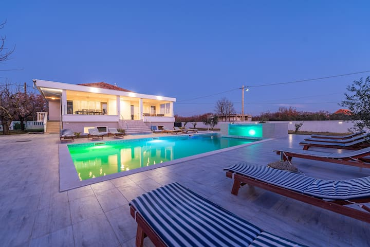 Holiday home Giovanni with private swimming pool, jacuzzi, charming guesthouse