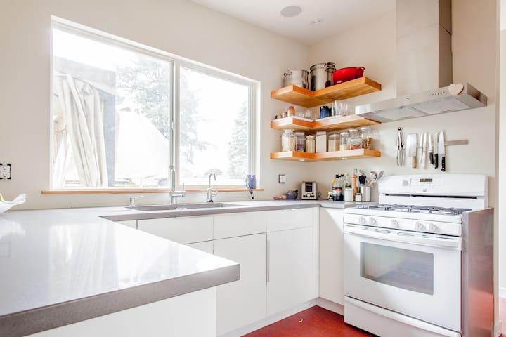Modern, well stocked kitchen