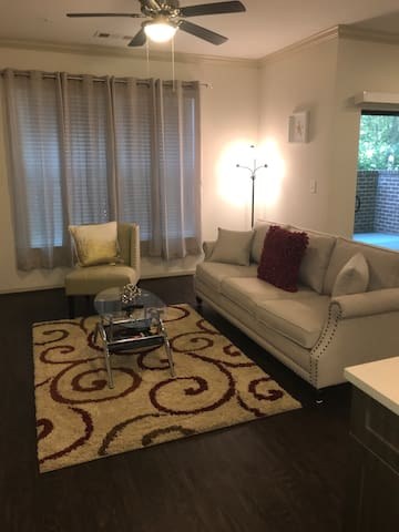 Luxury One Bedroom Apartment. Home Away From Home!