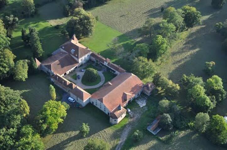 Vue aérienne du Château de Romécourt