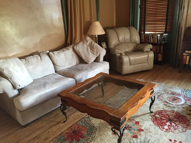Large 3 bedroom ground floor apt with deck