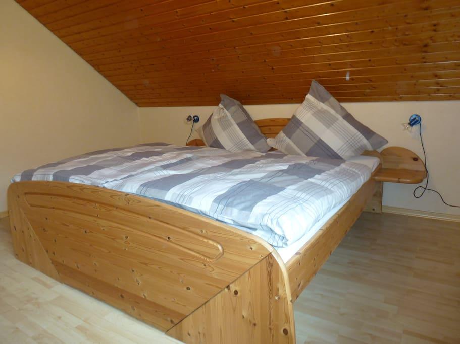 Schlafzimmer mit Doppelbett 180*200cm