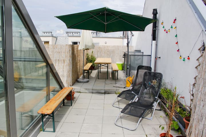 Private room in rooftop apartment