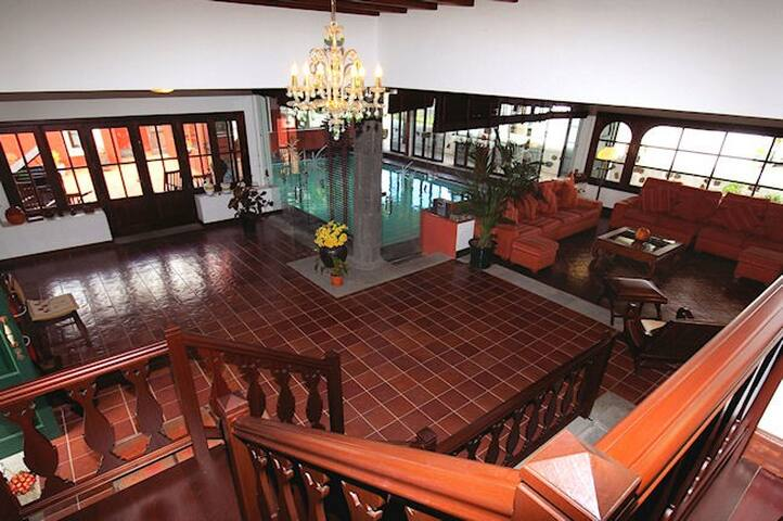 Villa Haria con Piscina Interior