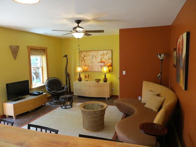 Sunny, Walkable W.AVL - 5  min drive to downtown