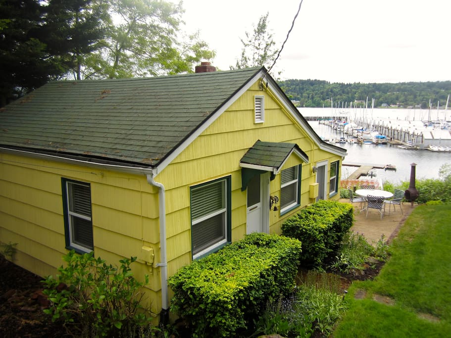Nice deck with amazing waterfront view!
