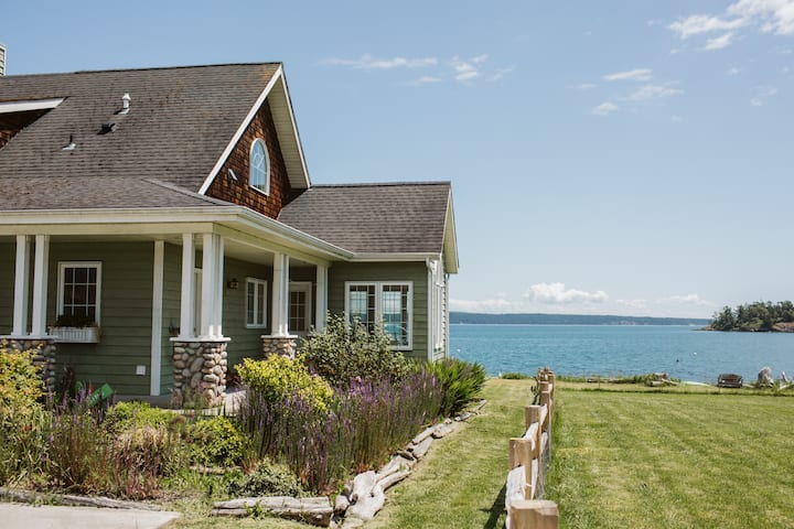 Wilks Way  · Waterfront Beach House, pet friendly, with mooring