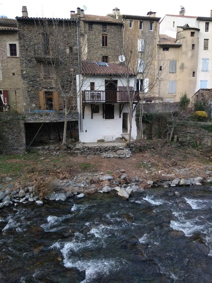 Maisonnette sur la rivière à Valleraugue