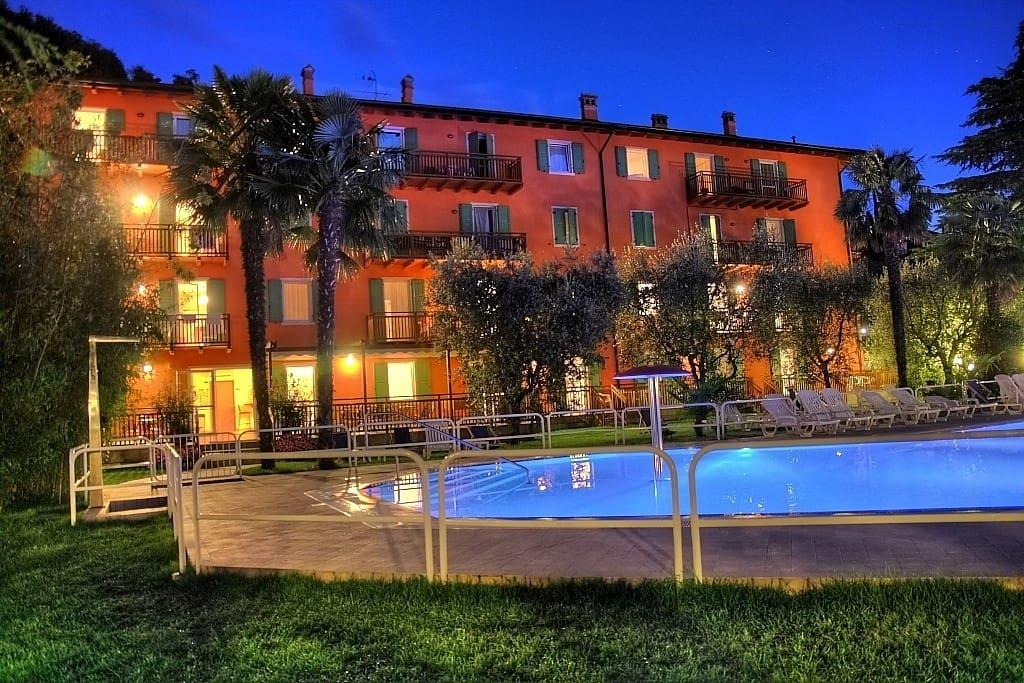 Appartamento bilocale per 5 persone appartamenti in for Appartamenti in affitto lago di garda capodanno