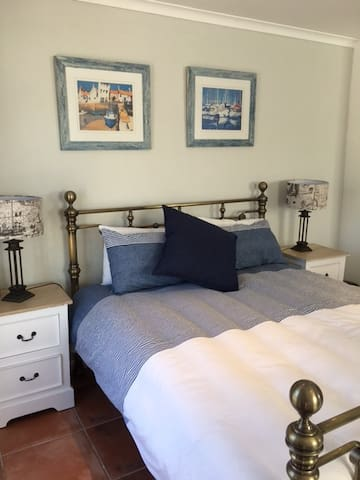 Immaculate studio apartment in Southern Suburbs - Cape Town