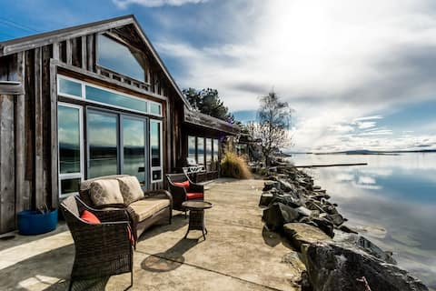 Rustic Waterfront Cottage