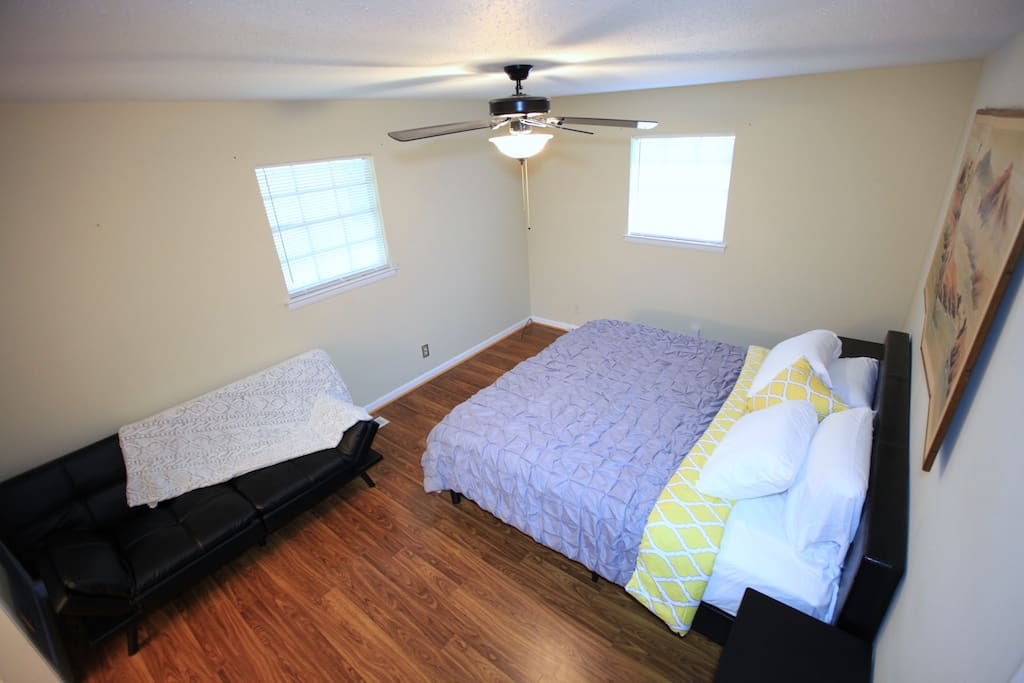 Spacious Master Suite with King and Bed Futon