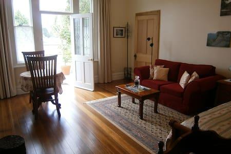 Huonville Guesthouse's Bellevue Studio - Huonville - Bed & Breakfast