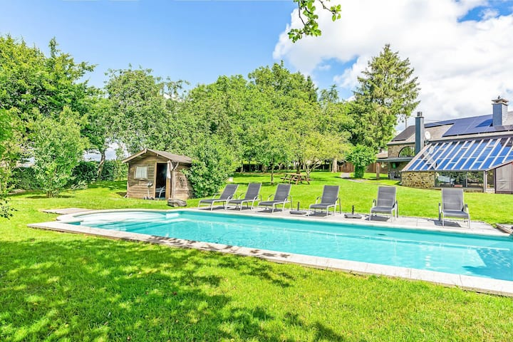 Plush Villa in La Roche-en-Ardenne with Swimming Pool