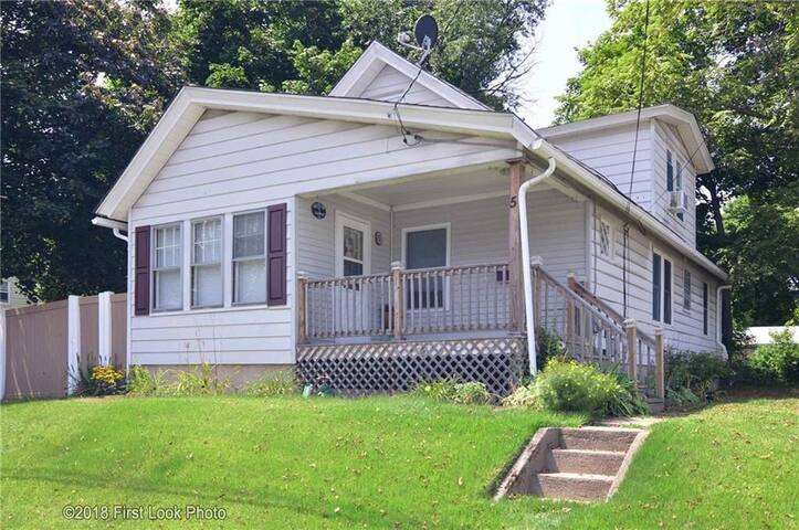 Spacious home, 1 room, twin bed